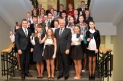 Председатель Совета Республики Мясникович М.В. вручил паспорта гражданина Республики Беларусь представителям одаренной учащейся молодежи
