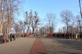 «Дороги памяти». День освобождения Наровли отметили митингом и масштабным автопробегом